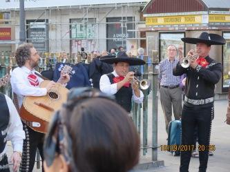Street performers at Puerto del Sol