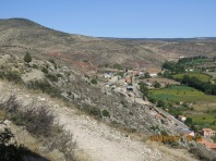 Look at the dry hills and then the lush valley, Albarracín