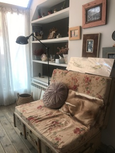 vintage feel in the Madrid Airbnb