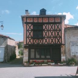 La Ancienne Gendarmerie -Saint-Bertrand-De-Comminges