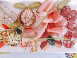 plat du jour, meat, cheeses and much more - Fourcés France
