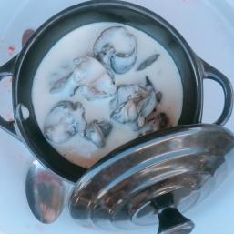 escargot in creamy blue cheese sauce