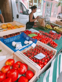 look at the yummy tomatoes....Meyssac, France