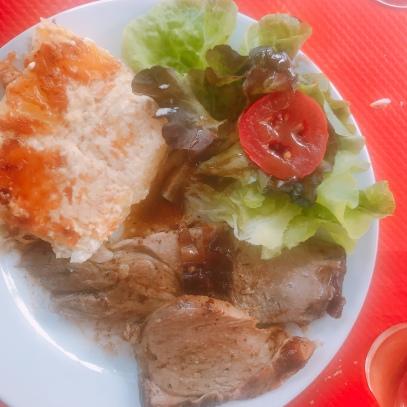 Lamb chop with dauphinoise potatoes in Menu du jour, Meyssac, France